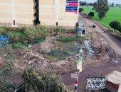 مياه الصرف تحاصر المدرسة