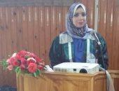 الباحثة مها البرادعى خلال عرض ملخص رسالة الدكتوراه