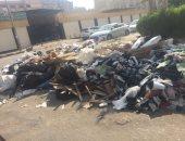 القمامة أمام إحدى المدارس بمدينة نصر