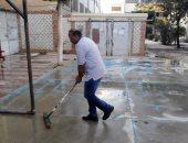 معلمى مدرسىة الشطبى ينظفون ساحة المدرسة