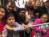 احتشاد الجاليات المصرية بنيوريوك أمام مقر إقامة الرئيس السيسى