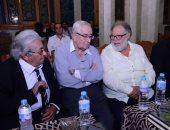 يحيى الفخرانى والمخرج محمد عبد العزيز وفاروق فلوكس فى عزاء سمير خفاجى