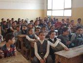 كثافة طلابية مرتفعة فى فصل بمدرسة ابتدائية