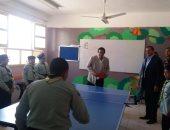 وزير التعليم العالى يلعب تنس الطاولة مع طلاب مدرسة الشروق