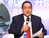 الدكتور صالح الشيخ رئيس الجهاز المركزى للتنظيم والإدارة وموظفين