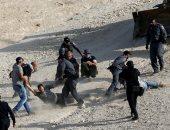 جنود الاحتلال يعتدون على فلسطينى