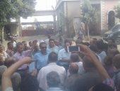 رئيس مدينة شبرا الخيمة يتدخل لحل أزمة 530 عامل وصرف رواتبهم المتأخرة