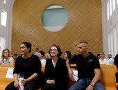 الطالبة الأمريكية لارا القاسم داخل قاعة المحكمة
