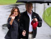 ترامب يحتفظ بمظلته لنفسه ويترك زوجته تحت المطر