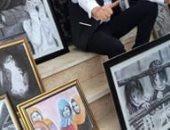 الرسام ولوحاته الفنية