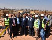 الدكتور محمد عثمان الخشت رئيس جامعة القاهرة خلال زيارته لمشروع الجامعة الدولية