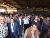 وزير الزراعة ومحافظ البحيرة يتفقدان مصنعا للأعلاف السمكية