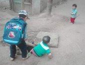 أغطية بالوعات الصرف تهدد قرية كمشيش