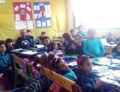 المعلم وسط التلاميذ