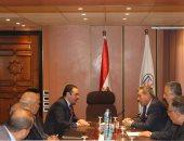 الدكتور مدحت نافع ومحمد الاتربى خلال الاجتماع