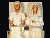 تمثال من الحجر الجيرى الملون لمرى ـ رع كاتب معابد المعبود أتون زوجة نيا