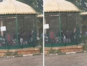 زوار حديقة حيوان الإسكندرية فى أقفاص الحيوانات