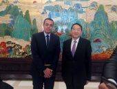 جيانج جيان قوه وزير الإعلام الصيني مع الزميل محمد السيد محرر اليوم السابع