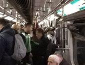 زحام داخل عربة مترو الأنفاق