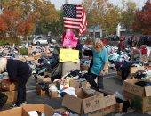 توزيع الملابس على ضحايا حرائق الغابات فى كاليفورنيا