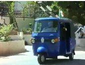 السفير الايطالى فى السودان يقود توك توك