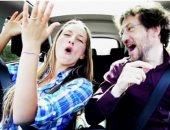 الضحك أثناء القيادة