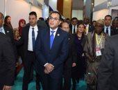 رئيس الوزراء يتفقد أجنحة معرض التجارة البينية
