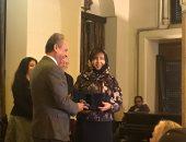الكاتبة السعودية أميمة الخميس تتسلم جائزة نجيب محفوظ