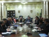هشام توفيق وزير قطاع الأعمال العام خلال اجتماع لجنة القوى العاملة