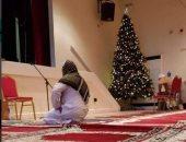 شجرة كريسماس داخل مسجد