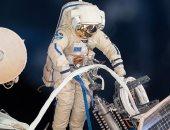 رائدا الفضاء اثناء المسيرة الفضائية أمس