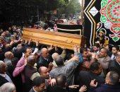 المئات يشيعون جثمان الكاتب الصحفى الكبير