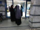 المرضى امام المستشفى