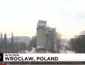 لحظة تفجير منشأة صناعية قديمة فى بولندا