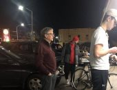 بيل جيتس أمام محل بورجر