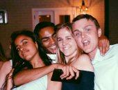 ماليا أوباما مع أصدقائها