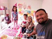 الزوج الماليزى وزوجته وأطفاله
