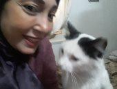 القارئة مع قطتها