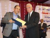 محافظ جنوب سيناء أثناء تكريمه لممثلى المجتمع المدني بطابا