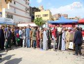عشرات المواطنين على اللجان الانتخابية
