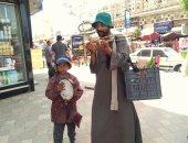 """أحمد أصغر طفل يبيع """"الربابة"""""""