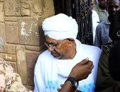 عمر البشير الرئيس السودانى المعزول خلال ترحيله