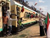 فرحة السودانيين أعلى القطار