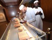 زوار معرض القرآن فى المسجد النبوى