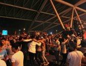 توافد الجماهير على مطار القاهرة