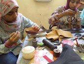 ورشة تعليم فن الجلود للفتيات بأسوان