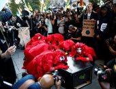 تظاهرات ضد أسبوع الموضة فى لندن