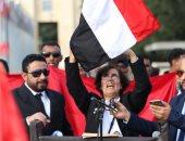 يمنيون يتظاهرون ضد جرائم الحوثى أمام مقر الأمم المتحدة