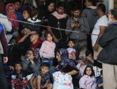 لاجئون ومهاجرون يصلون بالقرب من اثينا