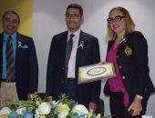 خلال الندوة الدكتورة نجلاء عبد الرازق مع مدير مستشفى الفرنساوى